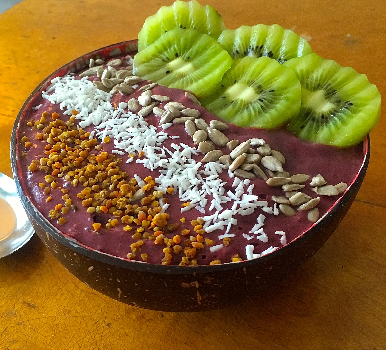 Slik lager du smoothiebowl uten animalske produkter