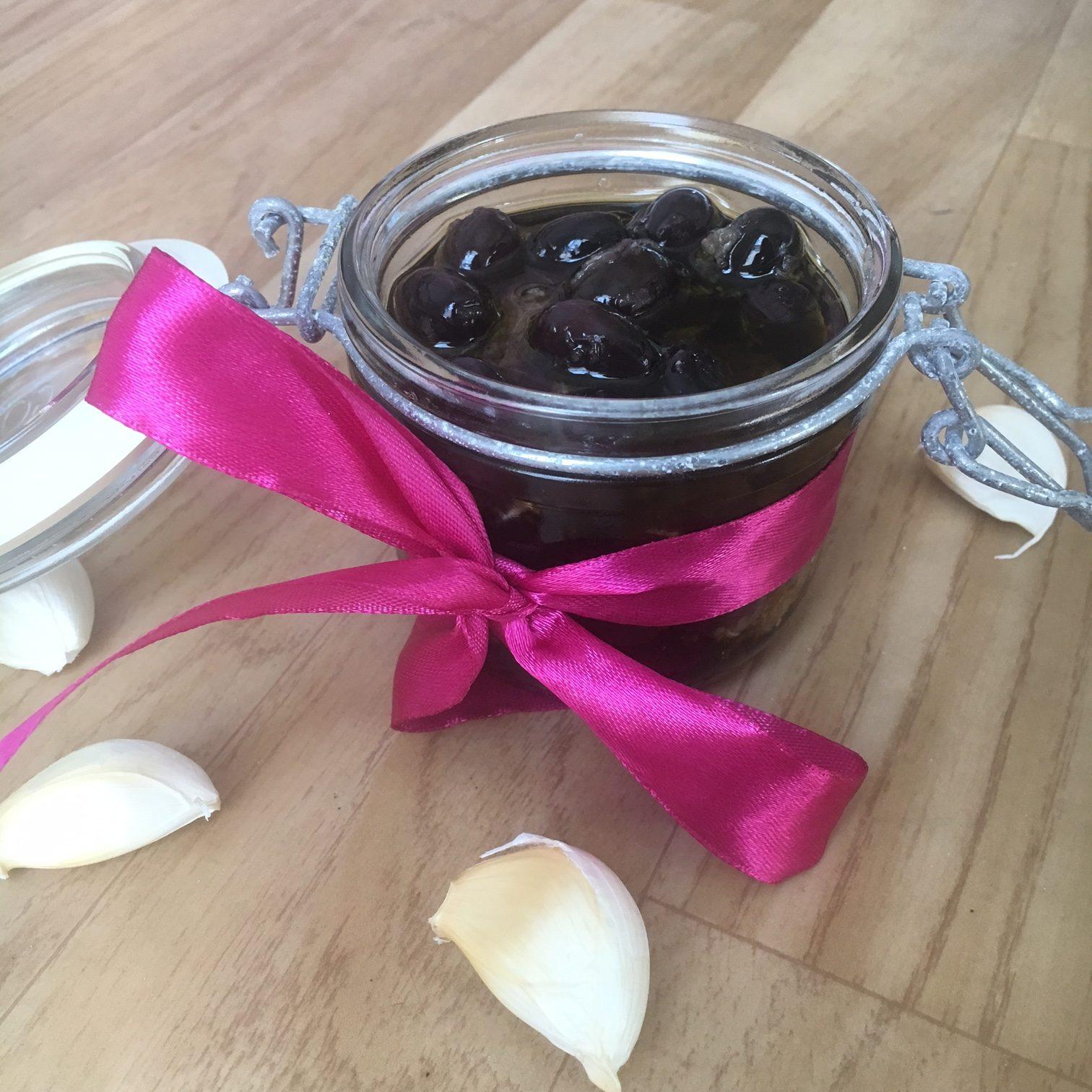 Slik lager du marinerte oliven