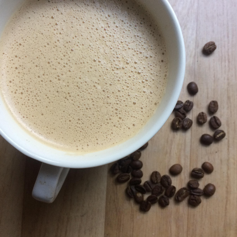 Derfor drikker jeg bulletproof coffee og slik lager jeg min