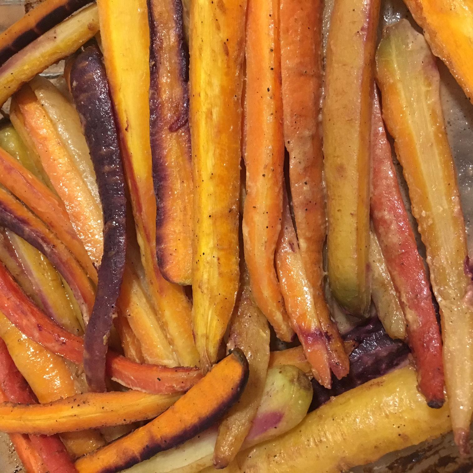 Lei av poteter? Prøv sennepsglaserte regnbuerøtter